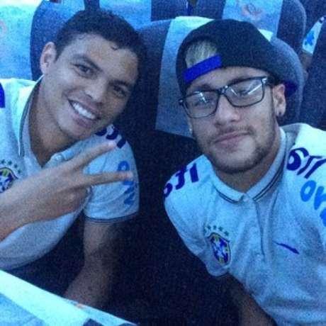 <p>Os jogadores brasileiros Thiago Silva e Neymar Jr. em selfie que fez sucesso durante a Copa do Mundo</p>