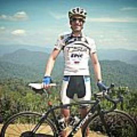 Ciclista De Jonge alterou último voo para esta semana