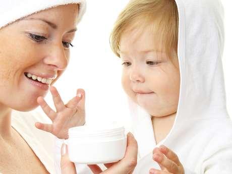 <p>Feitos exclusivamente para proteger a cútis sensível e delicada dos bebês, alguns produtos infantis são capazes de devolver a aparência jovial da pele madura, eliminando de vez os sinais provocados por agentes externos</p>