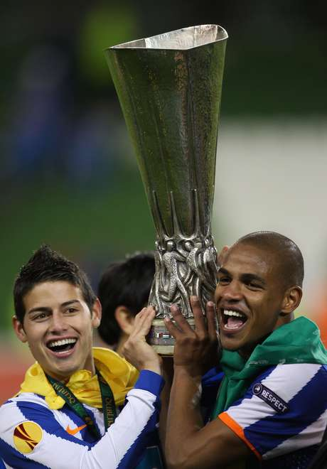 Campeón de UEFA Europa League 2010/2011.