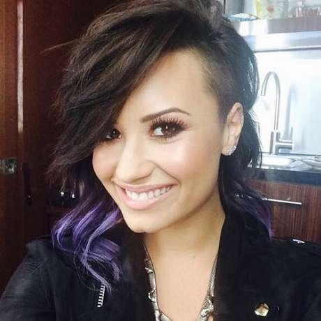 Demi Lovato troca cabelo longo por médio