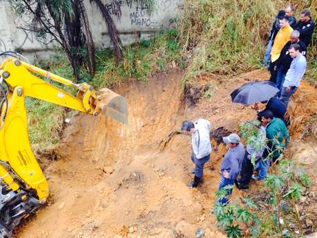 <p>Polícia fez buscas ao corpo de Eliza Samudio em um terreno na região metropolitana de Belo Horizonte (MG) na manhã desta sexta-feira</p>