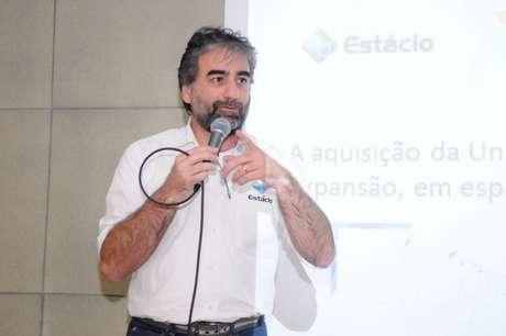 Para Pedro Graça, diretor de EAD da Estácio, a modalidade disponibiliza recursos que a presencial, por si só, não oferece