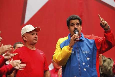 <p>Maduro&nbsp;disse que sente Ch&aacute;vez &quot;presente&quot;, a quem definiu como um &quot;grande profeta&quot;</p>