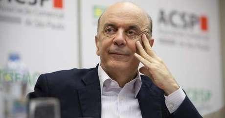 <p>Pesquisa boca de urna aponta vitória de José Serra</p>