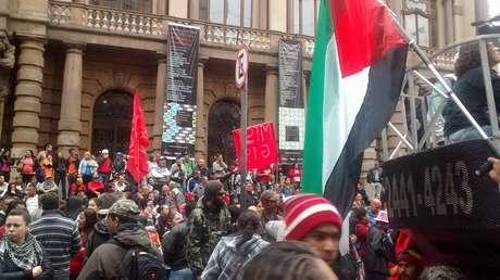 MTST protesta contra reintegração de posse em SP