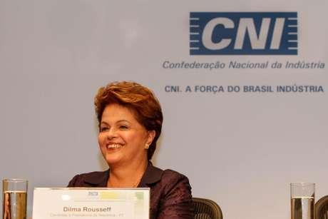 A presidente Dilma Rousseff, que disputa à reeleição, durante a sabatina promovida pela CNI