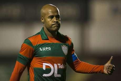 Marcos Assunção fez sua primeira partida com a camisa da Portuguesa