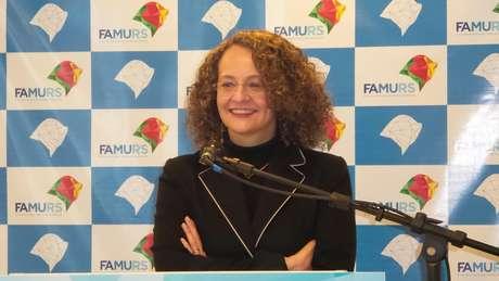 <p>Luciana Genro quer que governo brasileiro se manifeste sobre asilo aEdward Snowden</p>