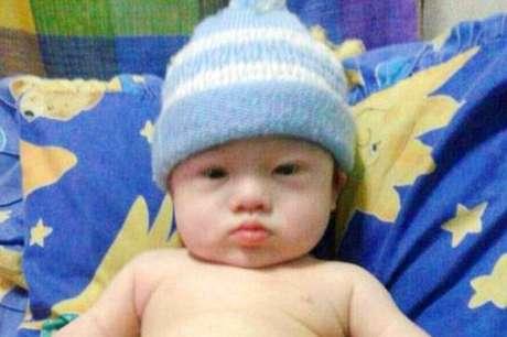 <p>Menino nasceu com Síndrome de Down e hoje é cuidado pela mulher que ganhou para servir de barriga de aluguel para o seu nascimento</p>