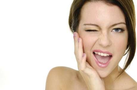 A depilação facial necessita de alguns cuidados especiais para não causar problemas comuns, como descamações e a indesejável sensação de ardência na pele