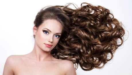 Tratamento evita o envelhecimento, regenera a cutícula e fixa a cor