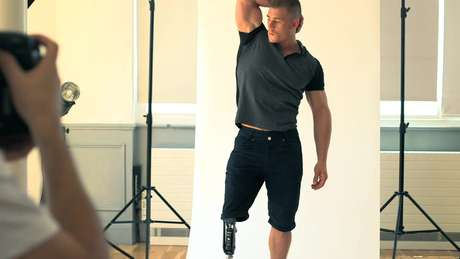 O modelo Jack Eyers diz que hoje se sente mais confiante e só veste calças curtas