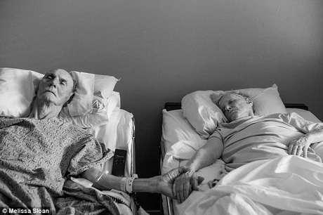"""<p><span style=""""font-size: 15px;"""">No último domingo, a idosa morreu enquanto dormia (bem ao lado do marido). O corpo de Maxine foi retirado do quarto e, horas depois, foi Don quem morreu</span></p>"""
