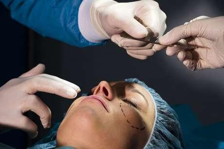 <p>A Sociedade Brasileira de Cirurgia Pl&aacute;stica (SBCP) lan&ccedil;ou uma cartilha com o objetivo de tornar os procedimentos est&eacute;ticos mais seguros</p>