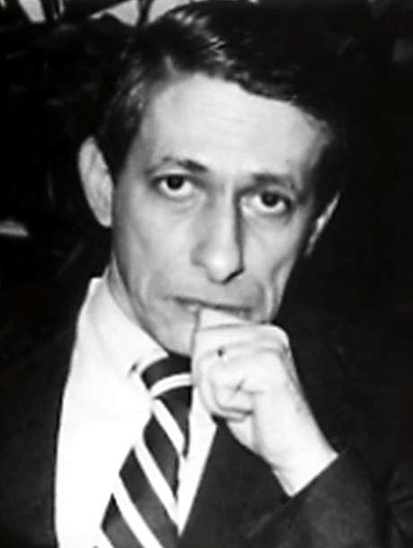 <p>Maximiano Campos teve 17 livros publicados</p>
