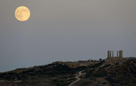 Cidade de Atenas, na Grêcia, também conseguiu observar a superlua