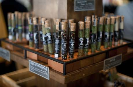 Los productos de Sabor con Sentido son presentados en estos tubos de ensayo, con la idea de acercar al cocinero a su rol de químico en la cocina.