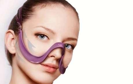 Criado por uma empresa japonesa, o sutiã para o rosto Hourei Lift Bra sustenta as bochechas para evitar a flacidez cutânea e o surgimento de rugas