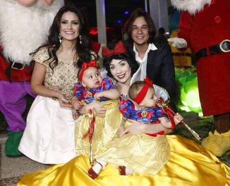 Natália Guimarães e Leandro, do KLB, comemoraram o aniversário de um ano das gêmeas Maya e Kiara
