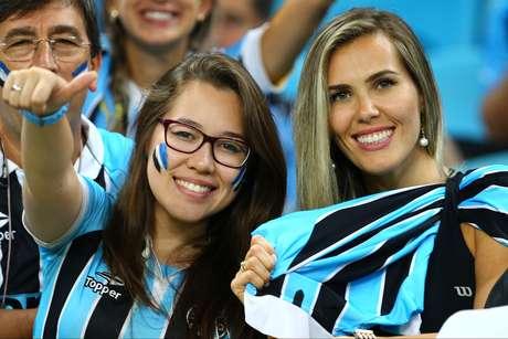 <p>Torcida do Grêmio pode comemorar a liderança do ranking da CBF</p>