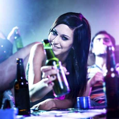 <p>Sentimentos como culpa e remorso são inibidos pelo consumo de álcool, diz estudo</p>