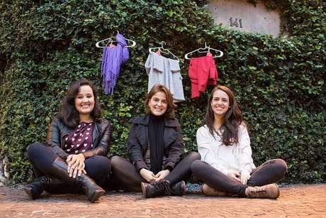 <p>Helena Legunes, Luana Flôres e Laura Camardelli, as fundadoras do Amor no Cabide, um movimento voluntário e colaborativoque visa à doação de roupas junto a um cabide em Porto Alegre e outras cidades</p>
