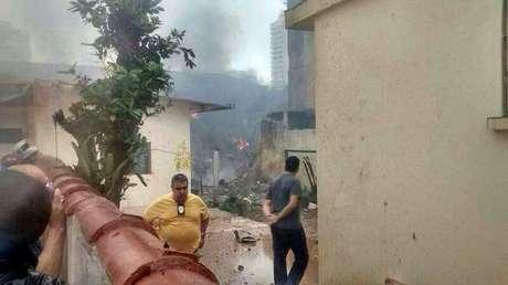 Fumaça mostra local do acidente em Santos