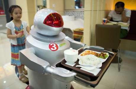 Cada robô custa a Song cerca 4.000 yuanes, o equivalente ao salário anual de um funcionário de carne e osso