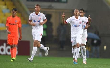 <p>O América-RN surpreendeu o Fluminense, venceu no Maracanã por 5 a 2 e avançou para as oitavas de final da Copa do Brasil</p>