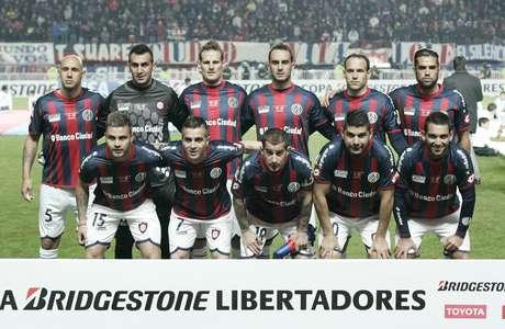 Equipe posada do San Lorenzo, campeã da Libertadores de 2014