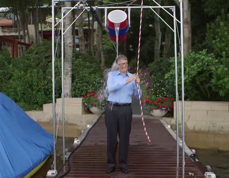 <p>Bill Gates, o homem mais rico do mundo, construiu uma engenhoca para participar do desafio do balde de água fria</p>