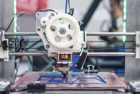 <p>Objetos de decoração, acessórios e brinquedos são alguns exemplos de produtos que uma impressora 3D faz</p>