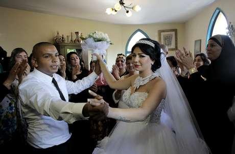 O casal realizou a união neste domingo, na região de Jaffa, na cidade de Tel Aviv