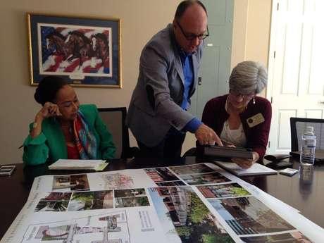 Em maio deste ano, um grupo formado por corretores de imóveis, advogados, ONGs e empreendedores americanos quer conseguir fundos e apoio para criar a Mahal Ciello Village (Vila Amor no Céu), a primeira especializada no cuidado de pacientes com Alzheimer