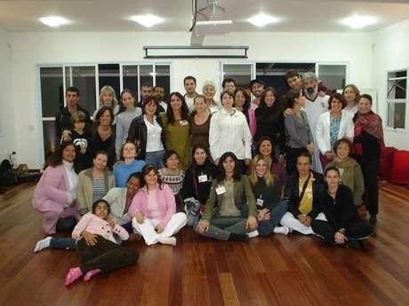 O Projeto Yam conta, hoje, com 32 voluntários que não precisam de uma instrução específica em ioga para darem aulas aos jovens internos, pois, a capacitação é prestada aos novos instrutores