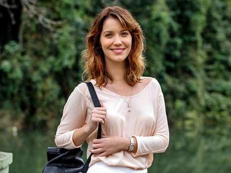 Nathalia Dill adota look mais natural para a próxima novela das 19h da Globo