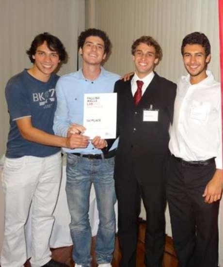 Em 2012, os amigos André Cervi, Bruno Tataren, Daniel Assunção e Luis Henrique Madaleno, criaram uma plataforma social que conecta pessoas com interesse em atividades voluntárias a organizações sociais que necessitam delas