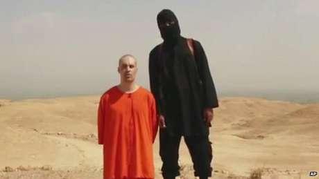 <p>Vídeo, divulgado pelo grupo autodenominado Estado Islâmico (EI) na internet, mostra a decapitação de um jornalista norte-americano</p>