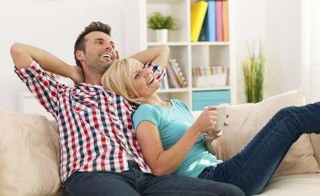 El dinero no compra la felicidad y tampoco la garantiza, pero sí tiene un fuerte impacto en ella.
