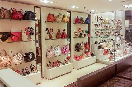 <p>Interior de loja da Di Santinni</p>