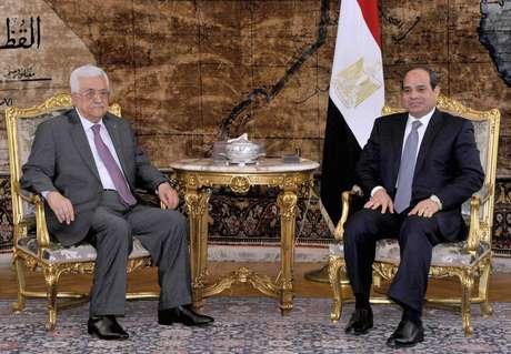 Presidente do Egito, al-Sisi, encontra o presidente palestino, Mahmoud Abbad, neste sábado