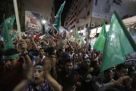 <p>Palestinos comemoram a tr&eacute;gua permanente entre Israel e Hamas, na cidade de Ramallah, Cisjord&acirc;nia&nbsp;</p><p>&nbsp;</p>