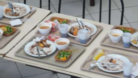 <p>Prato de Dilma; a presidente não terminou o arroz com feijão edeixoude lado a abóbora espelhada e a sopa de legumes</p>