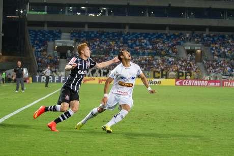 <p>Ferrugem (esq.)foi expulso contra o Bragantino</p>