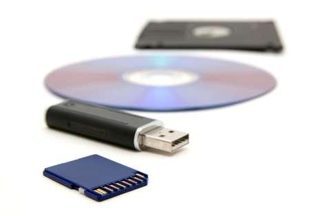 Resultado de imagem para cd disquete pen drive