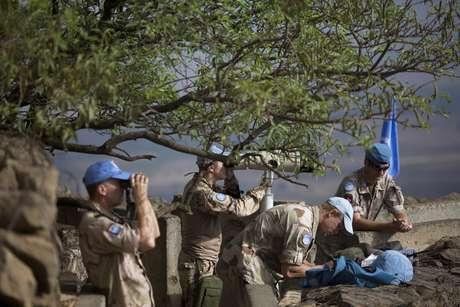 <p>Tropas de observadoresda ONU observam aprovíncia de Quneitra, Síria, nasColinas de Golã, em29 de agosto</p>