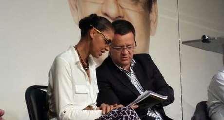 A candidata Marina Silva e o vice dela, Beto Albuquerque, no lançamento do plano de governo em São Paulo.