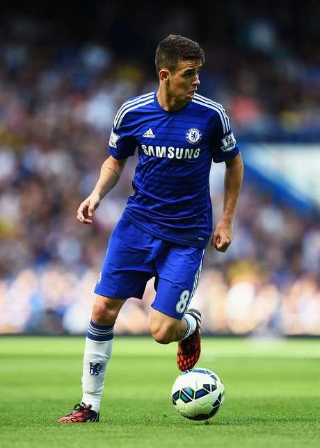 <p>Oscar sentiu doresno aquecimento e ficou fora de vitória do Chelsea</p>
