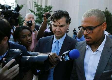 <p>Chris Brown deixa tribunal em Washington</p>